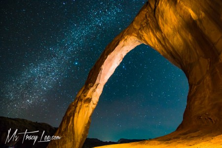 corona-arch-bow-tie-tracy-lee-arches-national-park-moab-milky-way